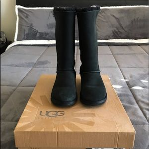 Ugg Bailey Bow Tall.  Black size 6 BUT fits size 7
